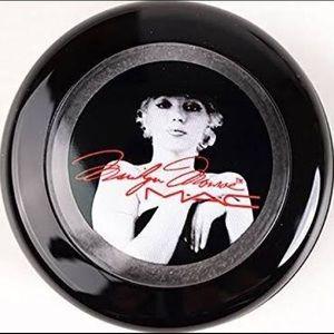 NEW MAC LE Marilyn Monroe eyeshadow
